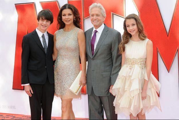 Catherine Zeta-Jones et Michael Douglas entourés de leurs enfants, Dylan et Carys