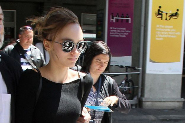 Lily-Rose Depp à l'aéroport de Nice, le 12 mai 2016.