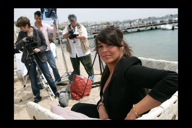 Lola Dewaere, à Cannes, en 2009. Lola a grandi auprès de ses grands-parents maternels, près d'Angers, puis avec sa mère, loin du monde du spectacle.
