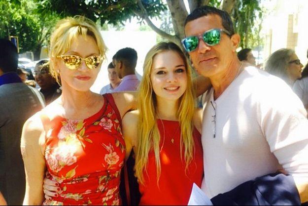 Melanie Griffith et Antonio Banderas entourés de leur fille Stella, 18 ans.
