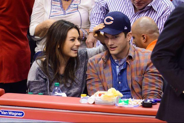 Mila Kunis et Ashton Kutcher à un match des Los Angeles Clippers, en mars dernier.