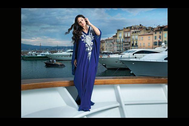 En juin, sur un yatch ancré dans le vieux port de Saint-Tropez, comme dans un remake de Botticelli.