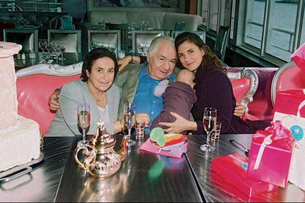 Autour de Michel Galabru, en 2007, qui fêtait ses 85 ans au Café Barge, à Bercy, sa femme, Claude, sa petite-fille, Jana, sa fille, Emmanuelle.
