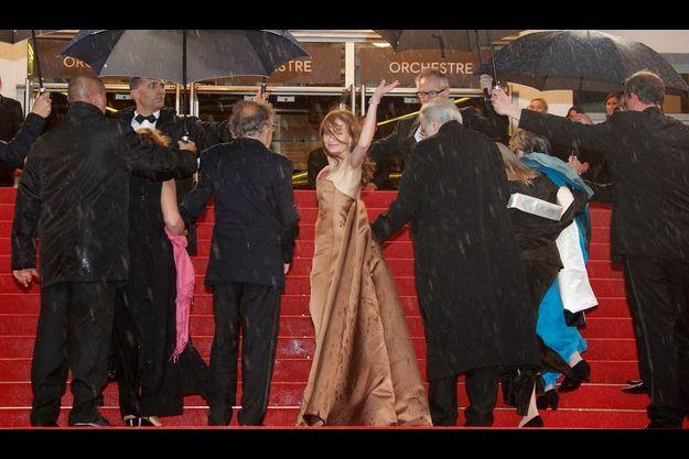 Dimanche 20 mai. Isabelle Huppert et l'équipe du film « Amour » arrivent au Palais.
