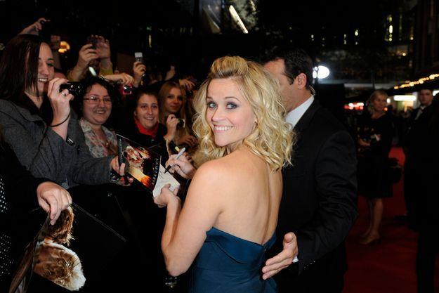 """Séance de dédicaces pour Reese Witherspoon et Robert Pattinson, à la première de """"De l'eau pour les éléphants"""" en Australie."""