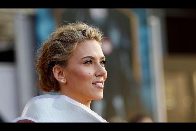 Scarlett Johansson partage désormais sa vie avec un jeune publicitaire de 27 ans.