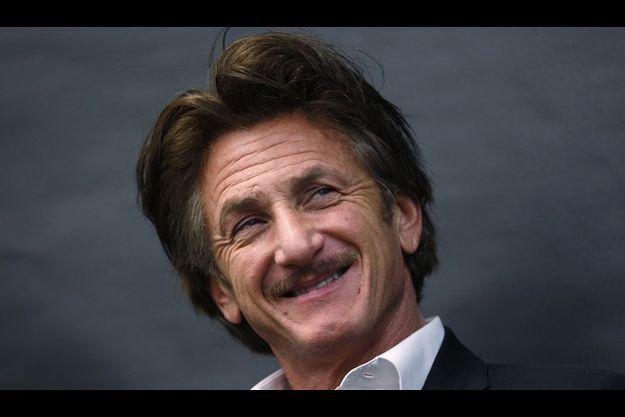 Sean Penn le 23 avril à Chicago, lors d'une conférence organisée à l'occasion du Sommet mondial des Lauréats du Prix Nobel de la Paix.