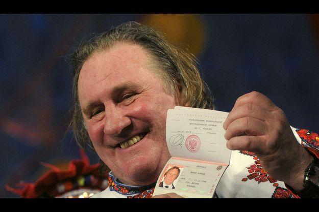Dimanche 6 janvier, à Saransk, capitale de la république de Mordovie, Gérard Depardieu arbore son tout nouveau passeport rouge.