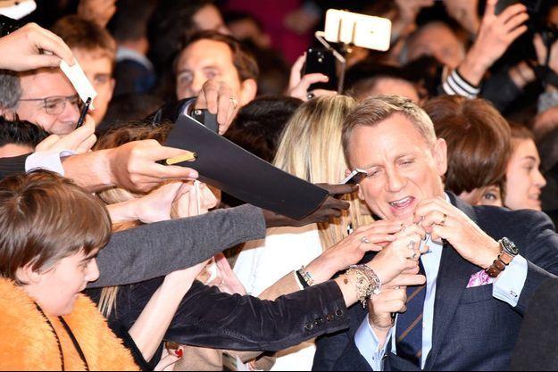 """Daniel Craig à l'avant-première parisienne de """"Spectre"""", le 29 octobre 2015."""
