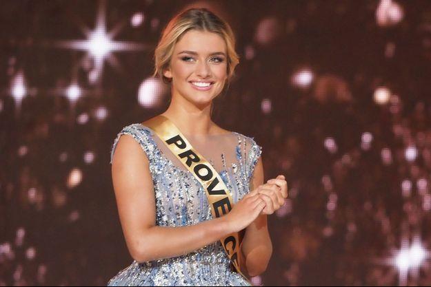 Lou Ruat, Miss Provence, le soir de l'élection de Miss France 2020 à Marseille le 14 décembre 2019.