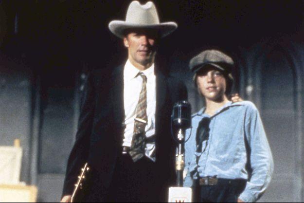 """Clint Eastwood et son fils Kyle sur le plateau de """"Honkytonk Man"""" en 1982."""