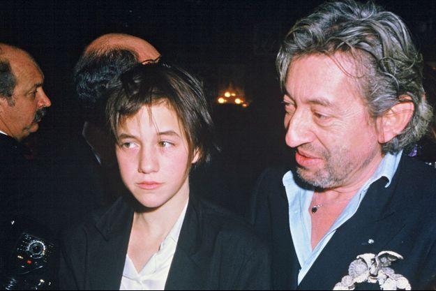 """Charlotte et Serge Gainsbourg à la soirée des César en 1986, où elle avait reçu le prix du meilleur espoir féminin pour """"L'Effrontée"""""""