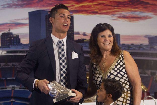 Cristiano Ronaldo avec sa mère Dolores à Madrid en 2015