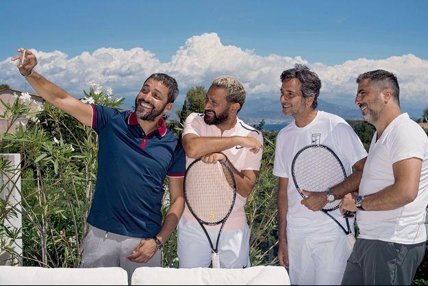 Selfie entre copains avant un match de Cyril Hanouna, avec Jean-Rachid, Harry et Franck.