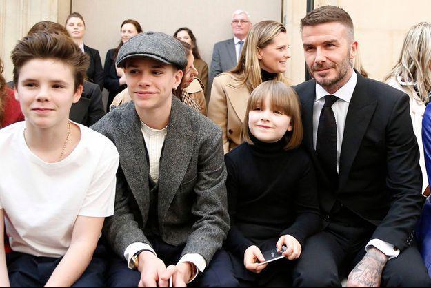 Cruz Beckham, Romeo Beckham, Harper Beckham, et David Beckham à la Fashion Week, à Londres le 17 février 2019.
