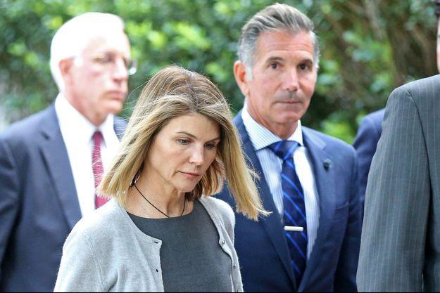 Lori Loughlin et son mari Mossimo Giannulli lors d'une comparution à Boston en juillet 2019