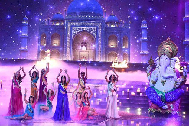 Le tableau consacré à Bollywood des miss France 2019.