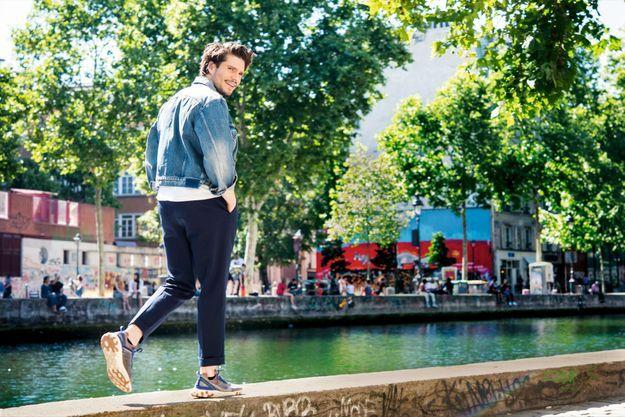Parisien pur souche, François Civil cet été dans son quartier du canal Saint-Martin.