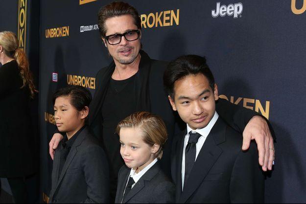 Brad Pitt et ses enfants, de gauche à droite : Pax, Shiloh et Maddox.