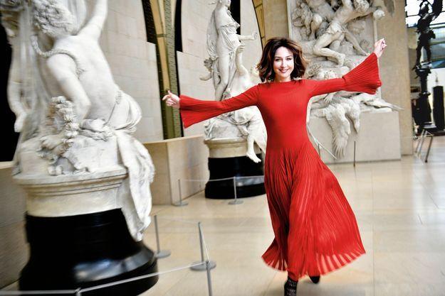 """Au musée d'Orsay, terrasse Seine – celle des statues –, le 27 décembre. Cette ancienne danseuse classique ne pouvait manquer l'exposition """"Degas à l'Opéra""""."""