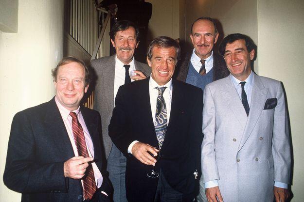 Michel Beaune, Jean Rochefort, Jean-Pierre Marielle et Pierre Vernier autour de Jean-Paul Belmondo. Son fils, Paul, a partagé cette photo sur son compte Instagram.