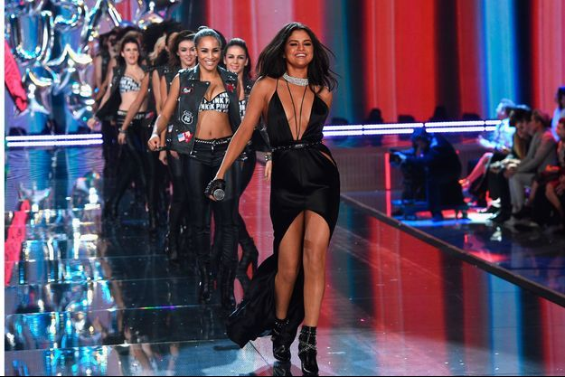 Selena Gomez lors du show Victoria's Secret