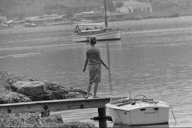 Saint-Tropez, Brigitte Bardot devant sa maison La Madrague en 1960.