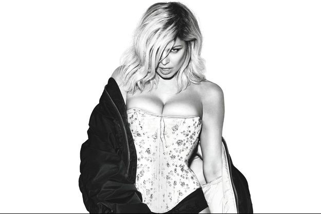 """Fergie plus sexy que jamais pour """"Double Dutchess""""."""