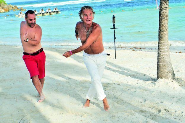 François-Xavier Demaison et Franck Dubosc sur la plage de Sainte-Anne, en Guadeloupe.