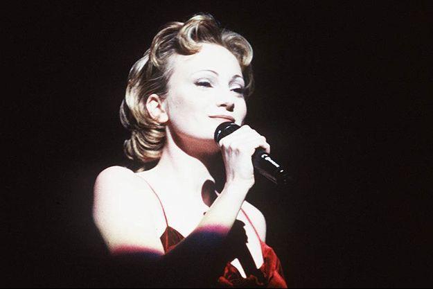 Patricia Kaas sur la scène du Zénith à Paris en 1993.