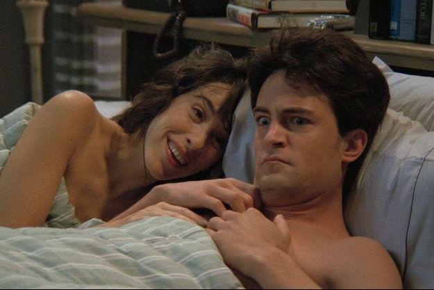 """Maggie Wheeler et Matthew Perry dans la première saison de """"Friends"""""""