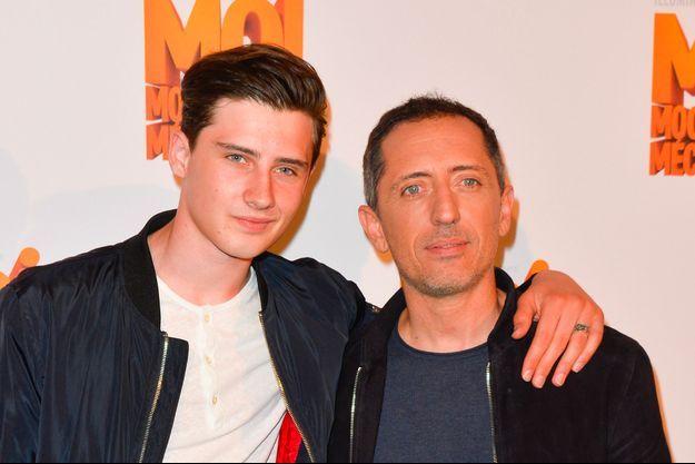 Gad Elmaleh et son fils Noé à Paris le 27 juin 2017