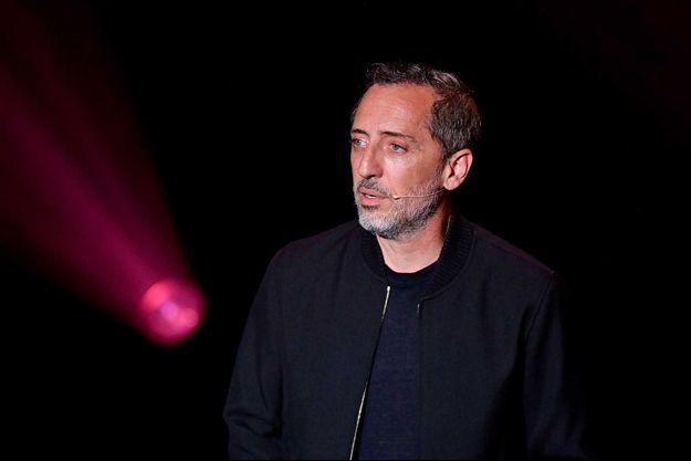 """Gad Elmaleh lors de la première de son spectacle """"D'ailleurs""""."""
