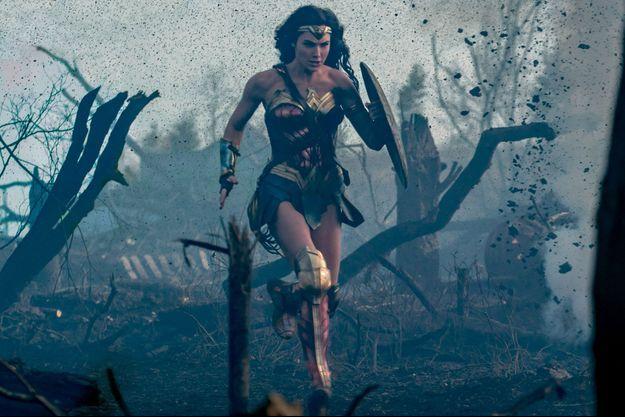 La combattante traverse le « No Man's Land » sous les balles. Wonder Woman est née sur grand écran.