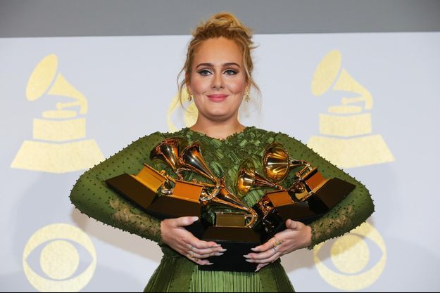 Adele avec ses cinq prix