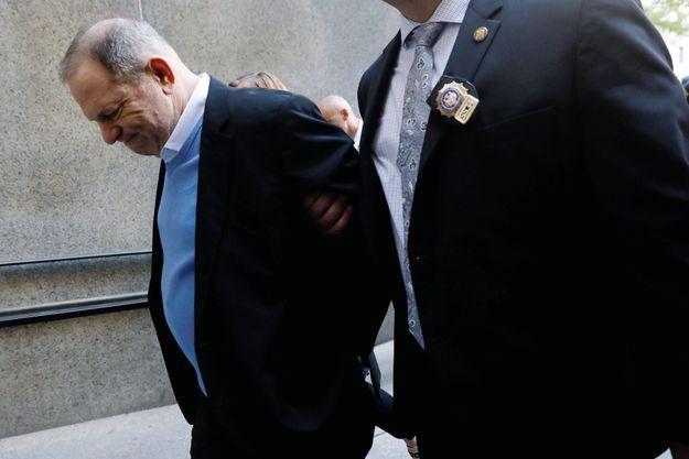 Le 25 mai, au terme de l'audience, devant la cour criminelle de New York. C'est sa première apparition publique depuis octobre 2017.