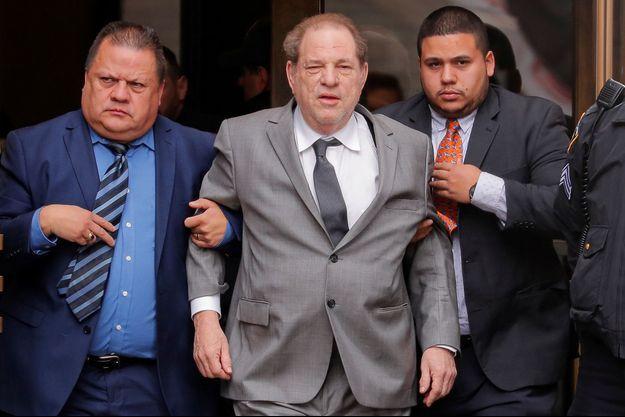 Harvey Weinstein à la sortie d'un tribunal de New York le 6 décembre 2019