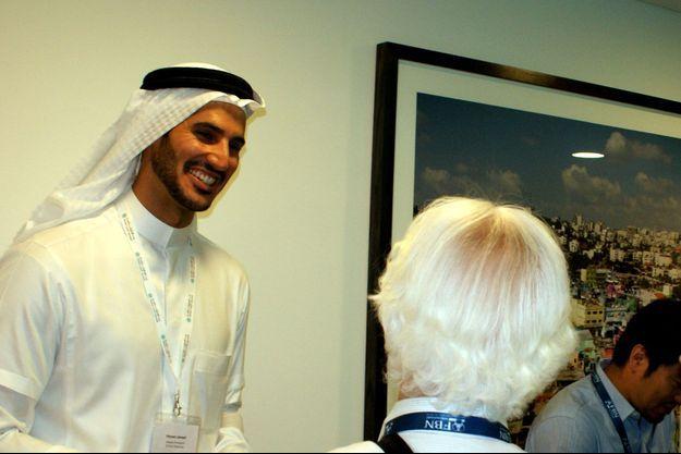 Hassan Jameel accueille des clients