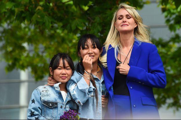Laeticia Hallyday et ses enfants.