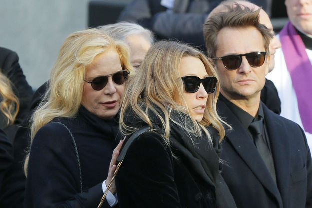 David, Laura et Sylvie Vartan lors de la cérémonie pour Johnny à la Madeleine le 9 décembre 2017.