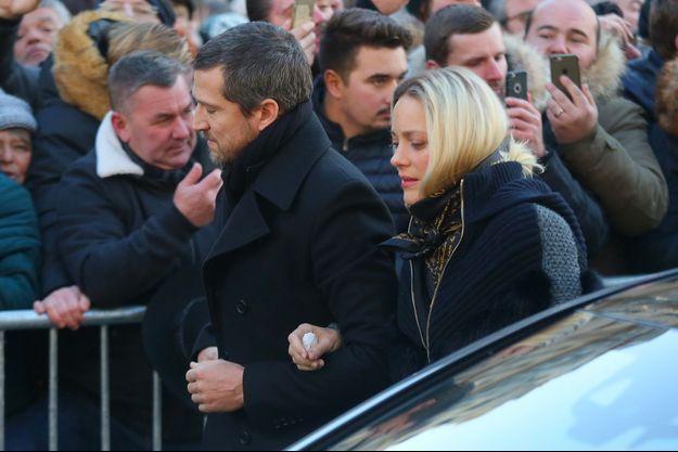 Marion Cotillard et Guillaume Canet arrivent à la Madeleine pour l'hommage à Johnny Hallyday