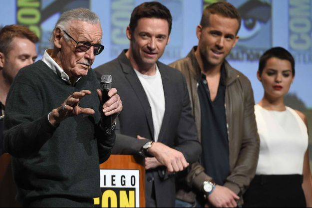 Stan Lee, Hugh Jackman et Ryan Reynolds en juillet 2015