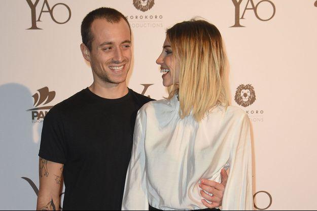 """Hugo Clément et Alexandra Rosenfeld à l'avant-première du film """"Yao"""", à Paris le 15 janvier 2019."""