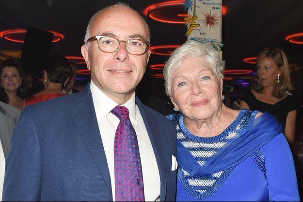 Bernard Cazeneuve et Line Renaud, à Paris lors de la soirée du 90ème anniversaire de l'actrice, en juillet 2018.