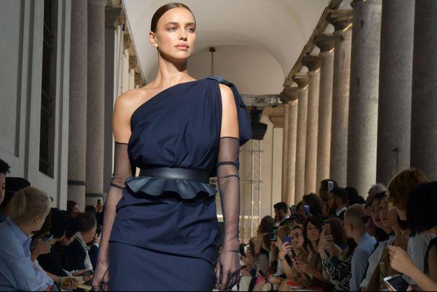 Irina Shayk à la fashion week de Milan le 20 septembre 2018.