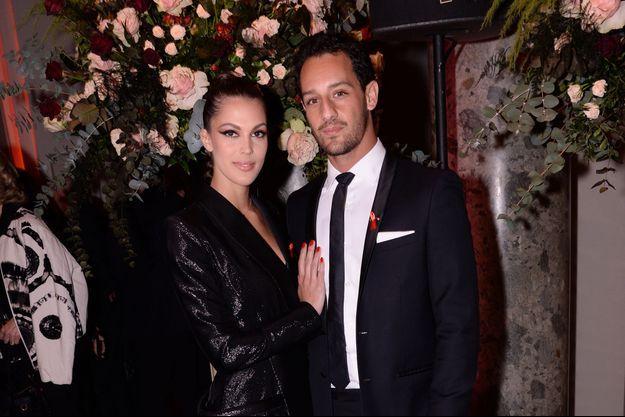 """Iris Mittenaere et son compagnon Diego El Glaoui lors du """"Dîner de la mode du Sidaction"""" à Paris le 23 janvier 2020."""