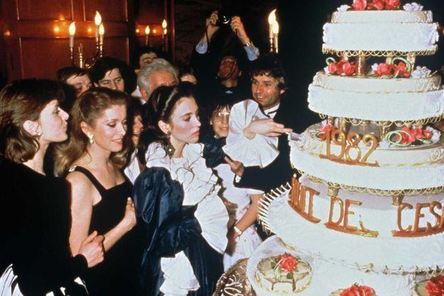 Catherine Deneuve et Isabelle Adjani en 1982 après la cérémonie des César. A leur gauche, Nastassja Kinski. A droite, Jean-Jacques Annaud.