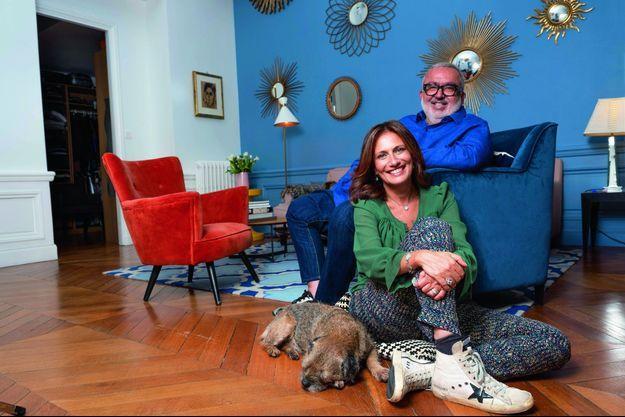 Jean-Claude, le chien, ne quitte pas Isabelle d'une patte. Avec l'autre toutou, Denise, ils forment un joyeux ménage à quatre. Ici, le 17 novembre.