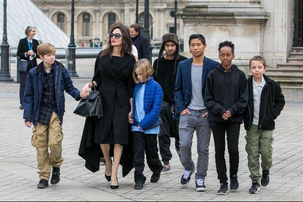 Angelina Jolie et ses enfants à Paris en 2018.