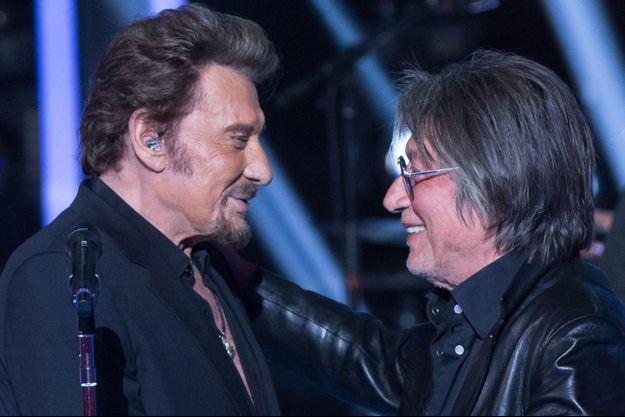 """Johnny Hallyday et Jacques Dutronc à l'enregistrement de l'émission """"Le Grand Show"""", en novembre 2015."""